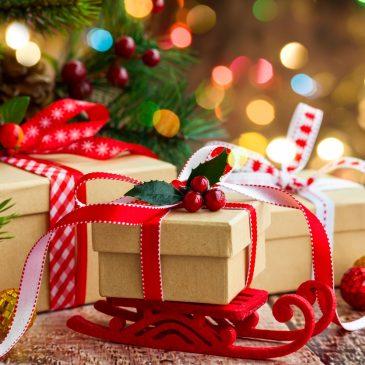 Вітаємо Вас з наступаючим Новим Роком та Різдвом Христовим!